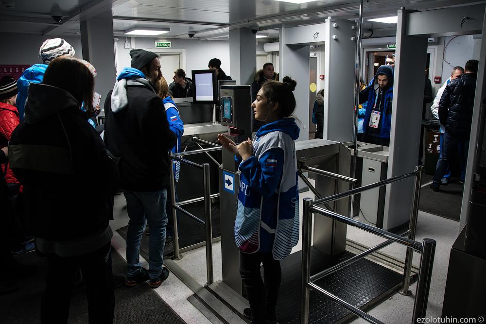Красочные фотографии с Универсиады в Красноярске(на самом деле нет) журналистов, Универсиады, очередь, стадиона, будет, места, какимто, которые, очень, пешком, Уехать, здесь, Дирекция, волонтеров, невозможно, полчаса, назад, забором, потому, посмотреть