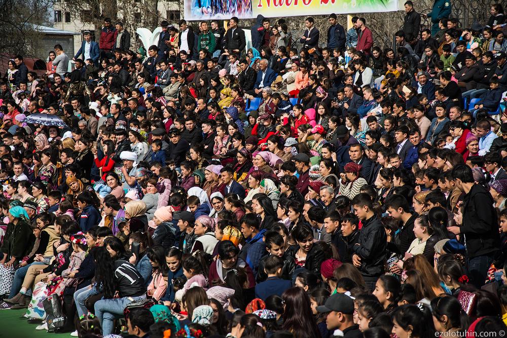 Праздник Навруз в Самарканде Навруз, Самарканде, улицы, странах, город, веселятся, много, отмечают, праздник, праздника, искренне, местных, музыка, играет, человечными, Везде, Иногда, потешаются, заставляя, фотографироваться