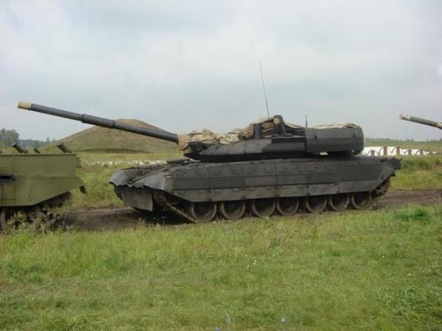 На фото легандарный танк черный орел