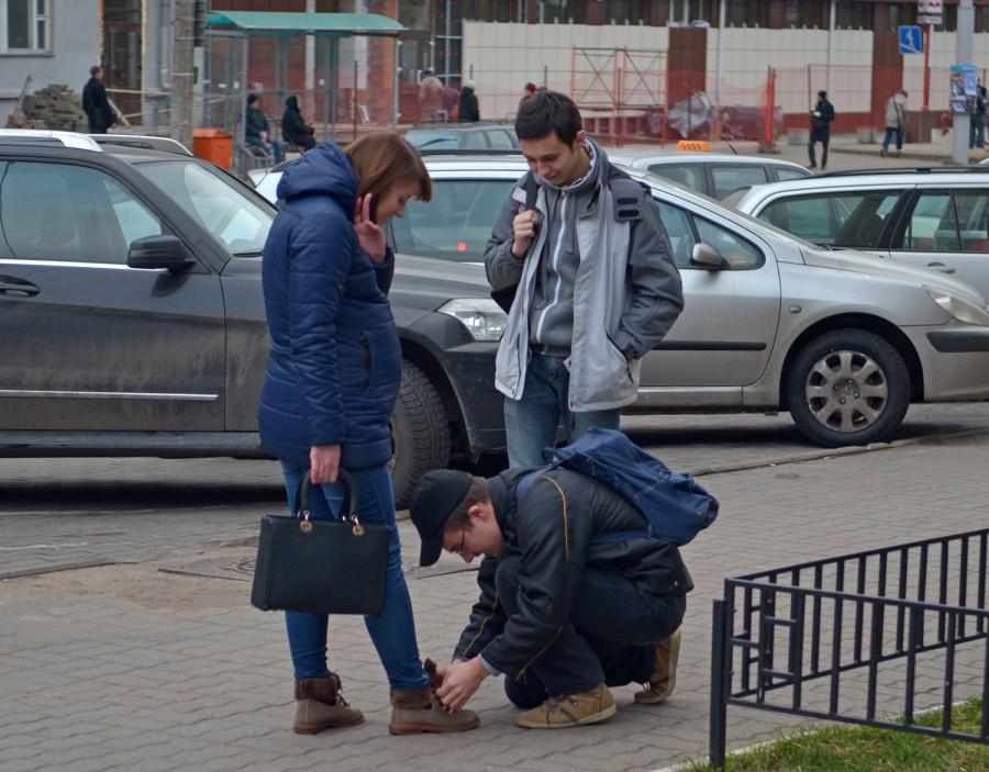 фото женщины унижаэт парней