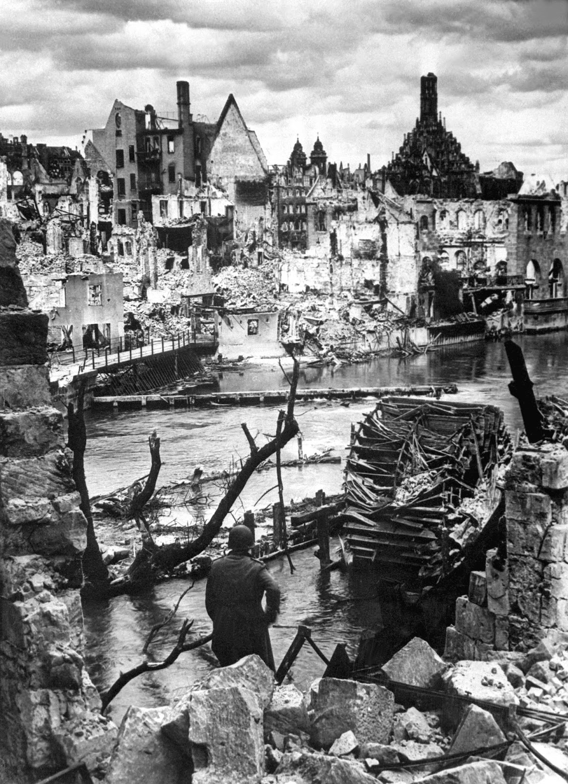 Nuremberg_in_Ruins_1945_HD-SN-99-02986