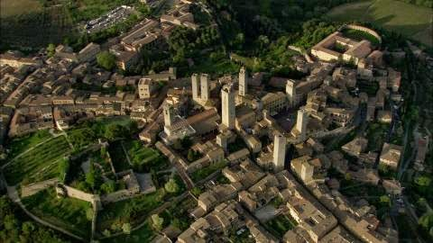 374619808-rocca-di-montestaffoli-geschlechterturm-san-gimignano-unesco-weltkulturerbe
