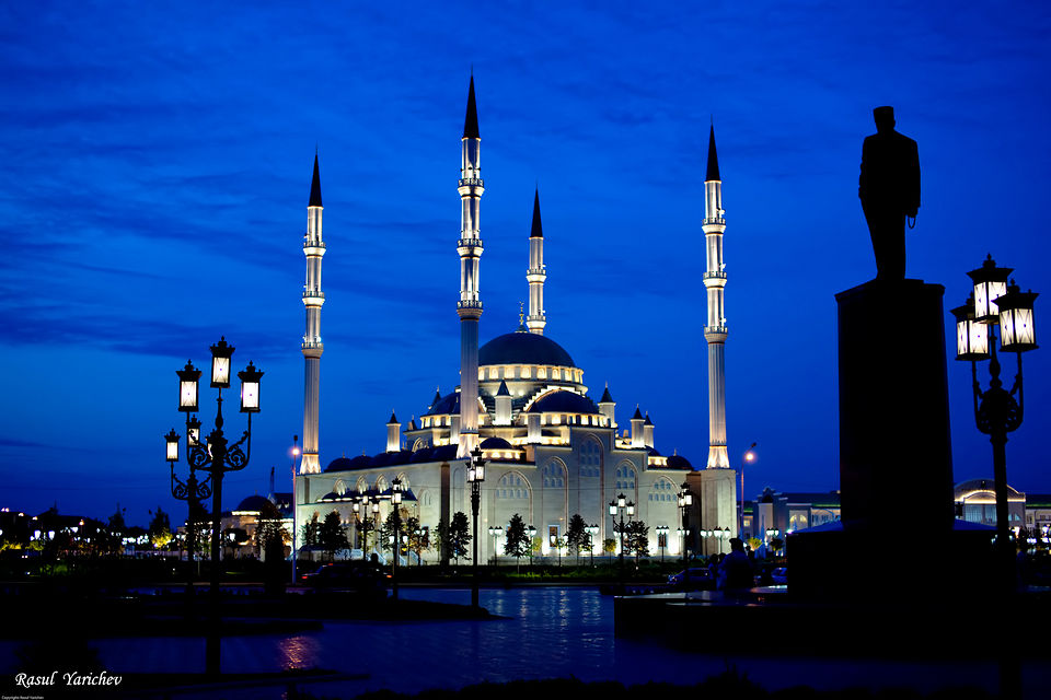 1270125265__central-mosque-in-groznyi-chechnya-night