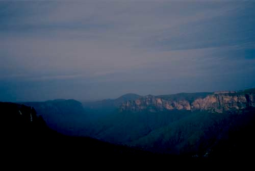 Description: Evelynne's iMac:Users:evelynnerobertson:Pictures:iPhoto Library:Masters:2004:australia:blue_mountains2.jpg