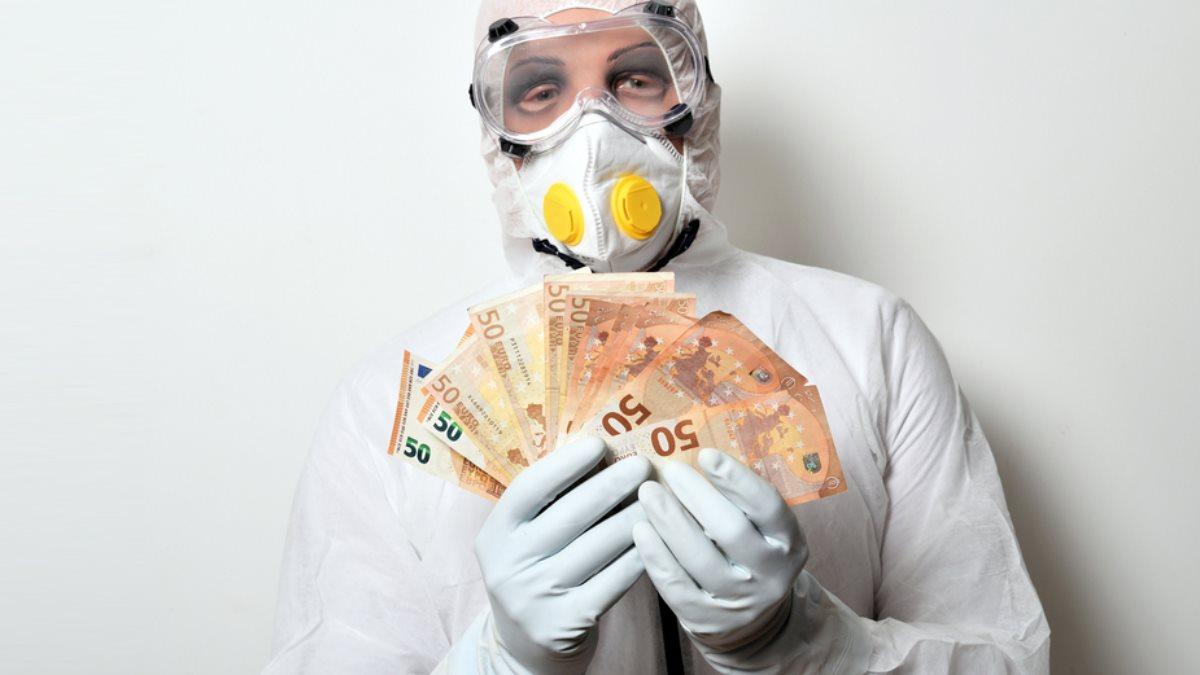Депозиты съедает инфляция: Россияне спешат забрать деньги из банков