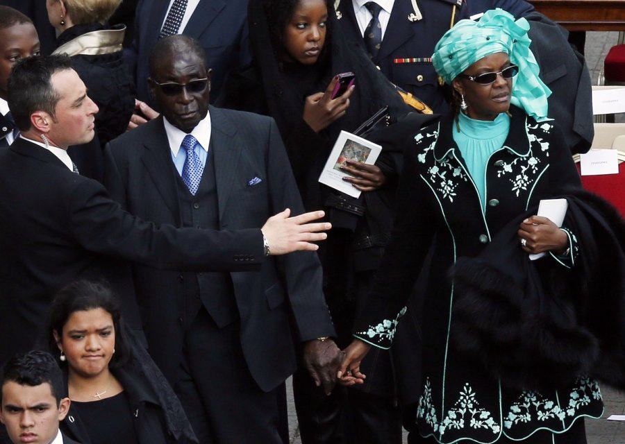 zimbabves-prezidentas-robertas-mugabe-su-zmona-grace-62003219