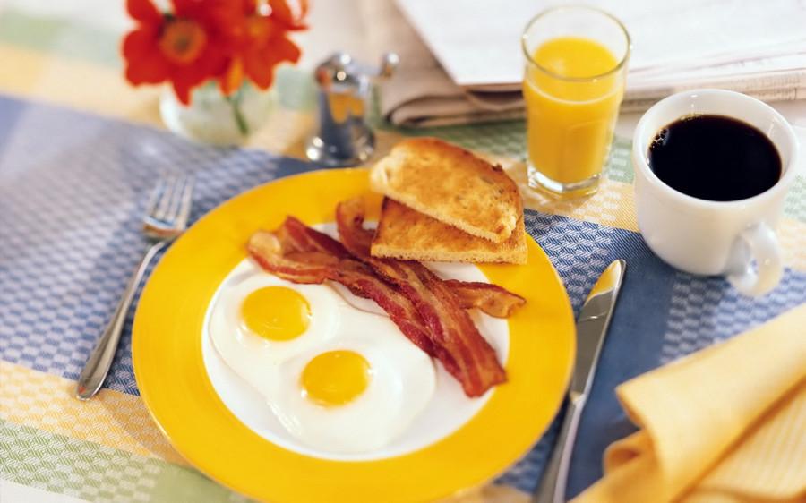 Cheerful_breakfast