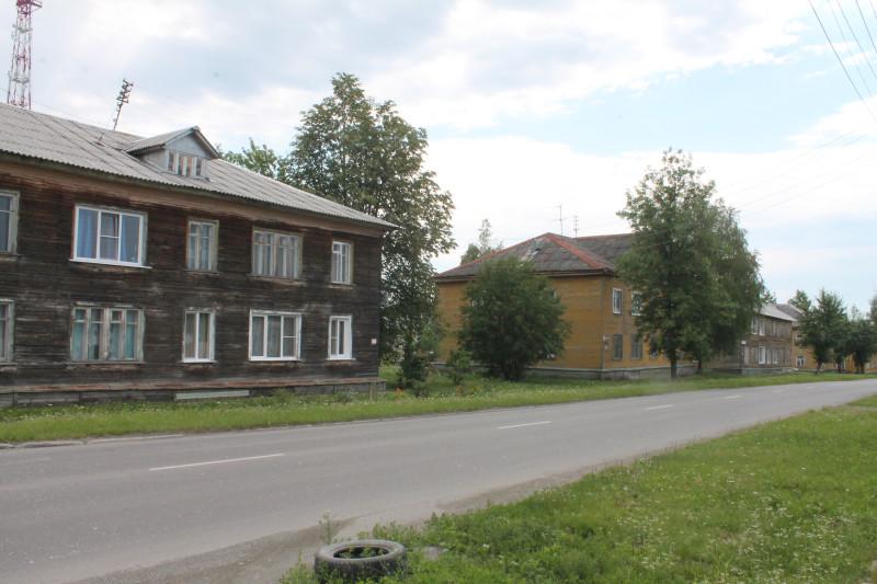 Да, у нас такие дома уже тоже снесены, а вместо них красуются новенькие пятиэтажки. Эта часть улицы похожа на нашу Садовую до того, как снесли подобные дома