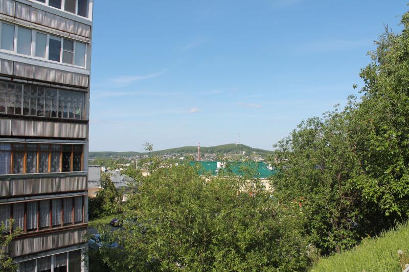 Вид, открывающийся с горки, где находится бывший резервуар
