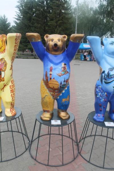 Попробуйте определить, какие страны символизируют медведи на фото