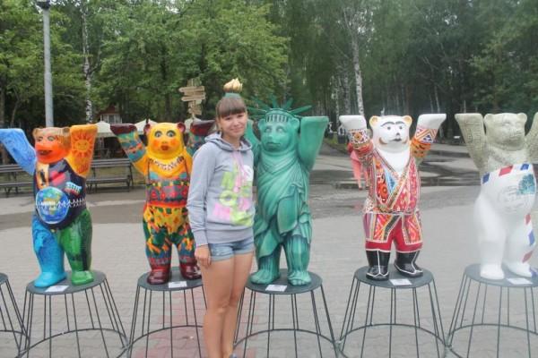 Я думаю, голову ломать не надо, какую страну символизирует зеленый медведь