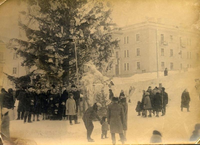Ёлка на Центральной площади. Начало 60-х годов
