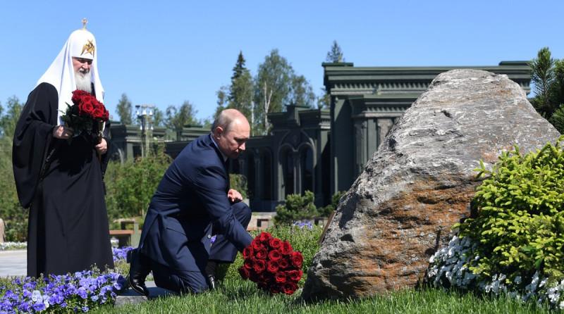 """22 июня 2020 года. Возложение цветов к памятнику в Кубинке """"Матерям Победителей"""""""