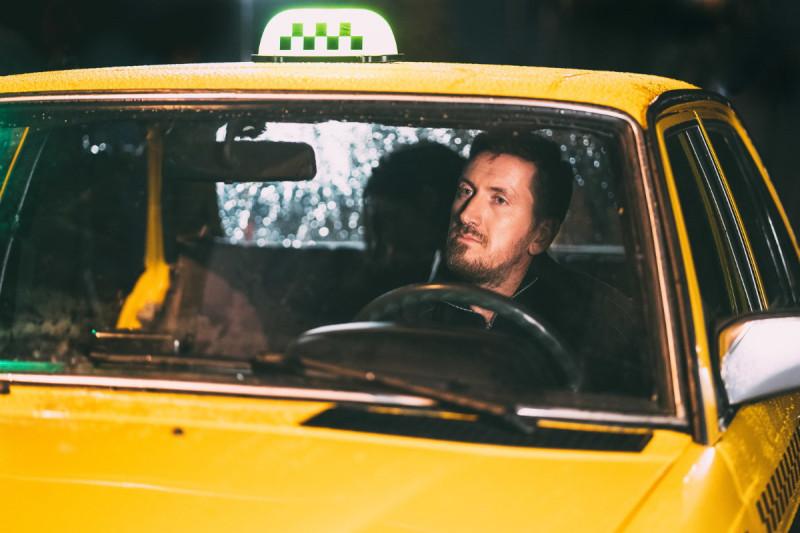 Кирилл Кяро в роли таксиста