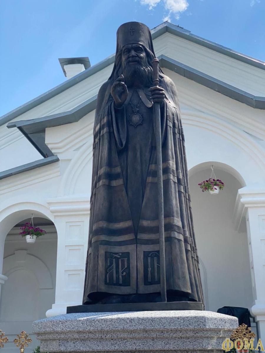Памятник святителю Иоанну Шанхайскому в Адамовкё, Донецкой обл., 1 июля 2021г.