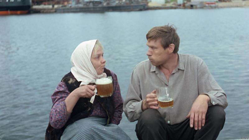 """кадр из фильма """"Любовь и голуби"""""""