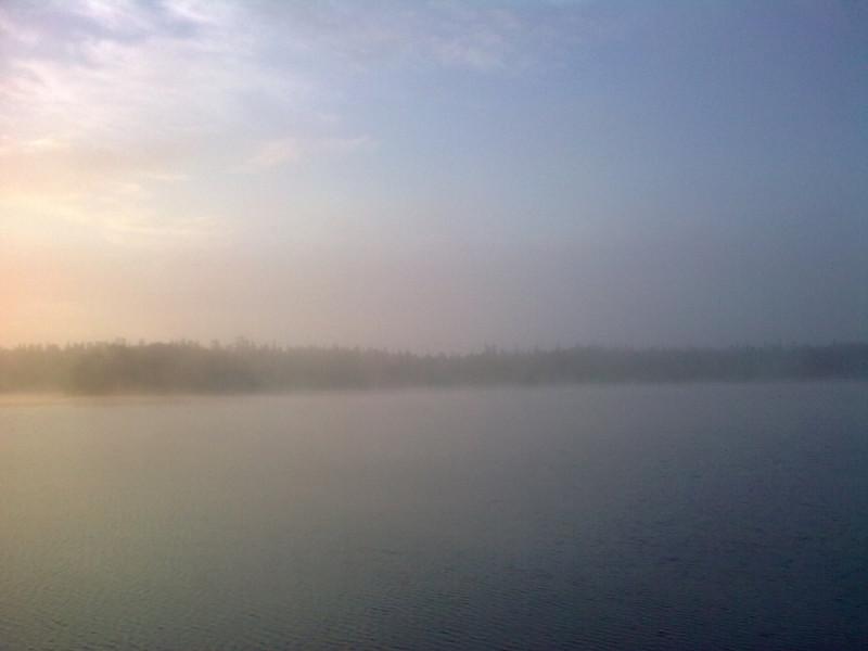 11 августа 2010,  6:14 утра, Святое озеро в тумане, а за мной стены монастыря