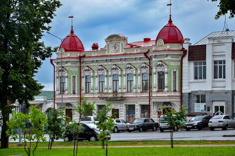 4июля 2021г. Фото Сергея Килина. В прошлом веке здесь был Дом пионеров, а на первом этаже аптека