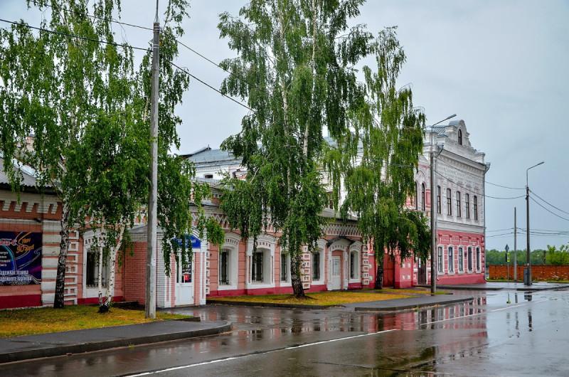 """4 июля 2021 года после долгожданного дождя. Фото Сергея Килина. В крайнем доме был детский кинотеатр """"Восток"""""""