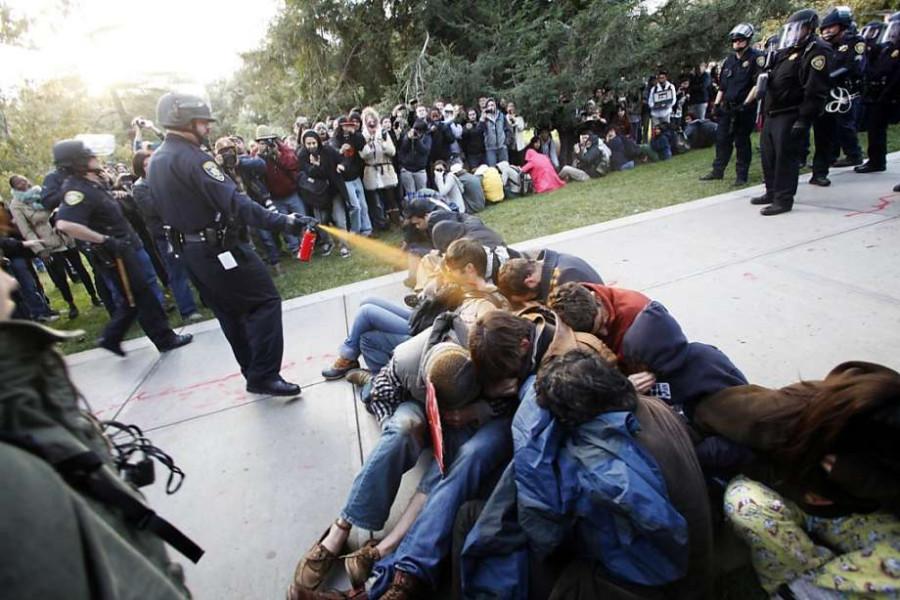 Перцовый спрей против демонстрантов. Разгон митингов в США