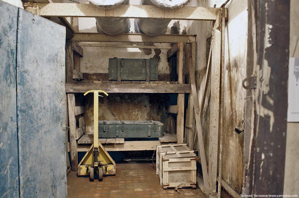 Кислородная комната для хранения баков с запасом воды и баллонов с кислородом. Ресурсы рассчитаны на двенадцать человек на срок до двух недель.