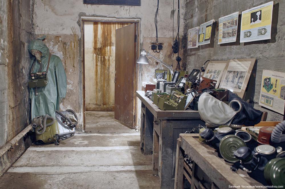 В комнате, где когда-то велась работа с архивными документами (систематизация документов, составление каталога), размещается выставка защитной экипировки, средств связи внутри объекта, средств оказания медицинской помощи. Среди экспонатов - стандартные комплекты гражданской обороны, которыми обеспечивались не только секретные бункеры, но и все остальные московские убежища, дозиметры, телефоны и многое другое. Первоначальная коллекция Бункера-703 позднее пополнилась стараниями волонтёров, которые принесли сюда аутентичные эпохе экспонаты.