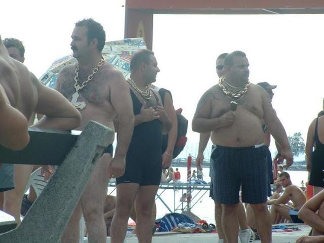 фото цыгане на пляже в золоте