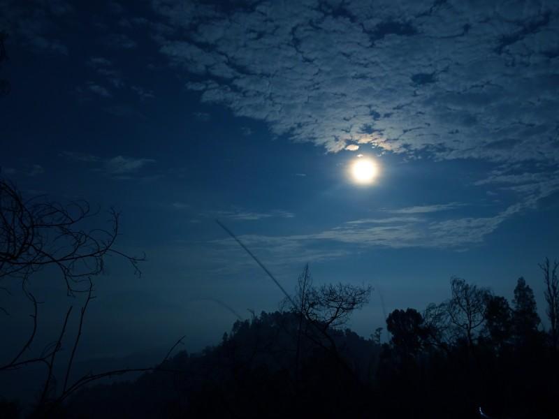 26.11.15-moon.jpg