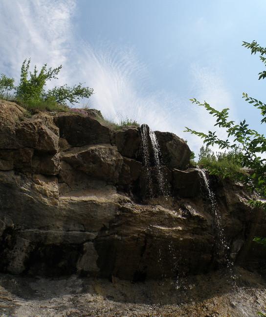 водопад в июне