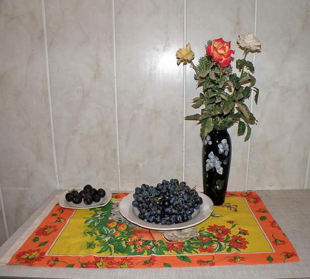 инжир, виноград и розы
