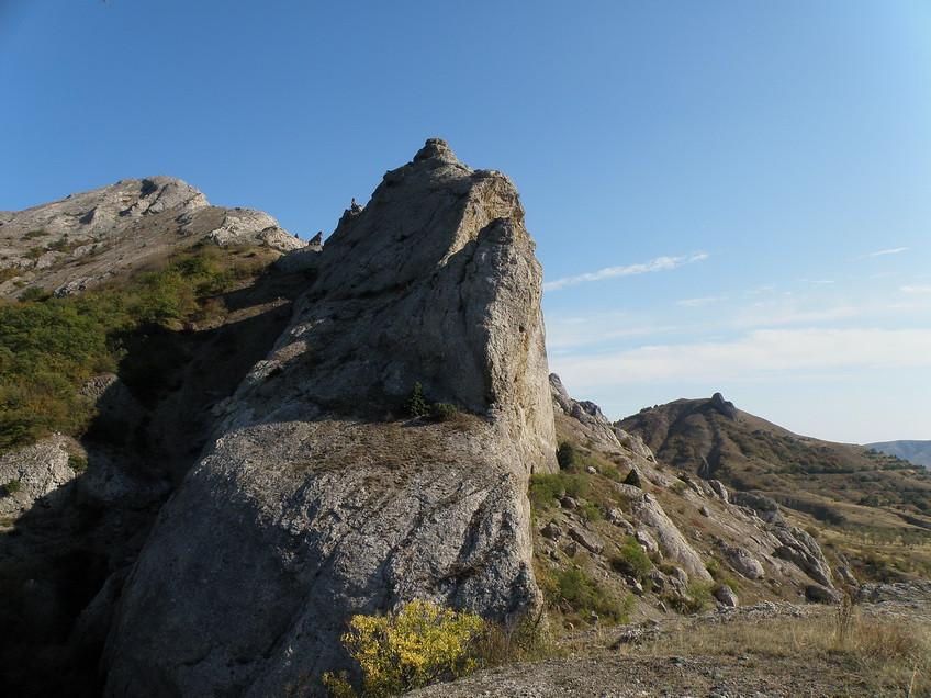 плечистая скала