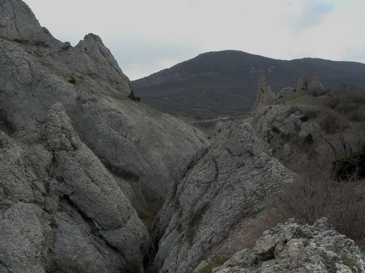 внизу каньон