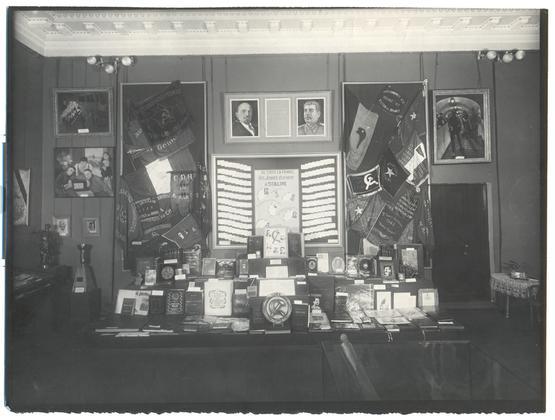 Зал подарков Сталину Франции 1949г