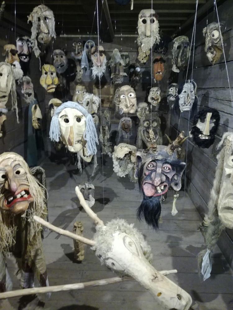 Какие разные маски.