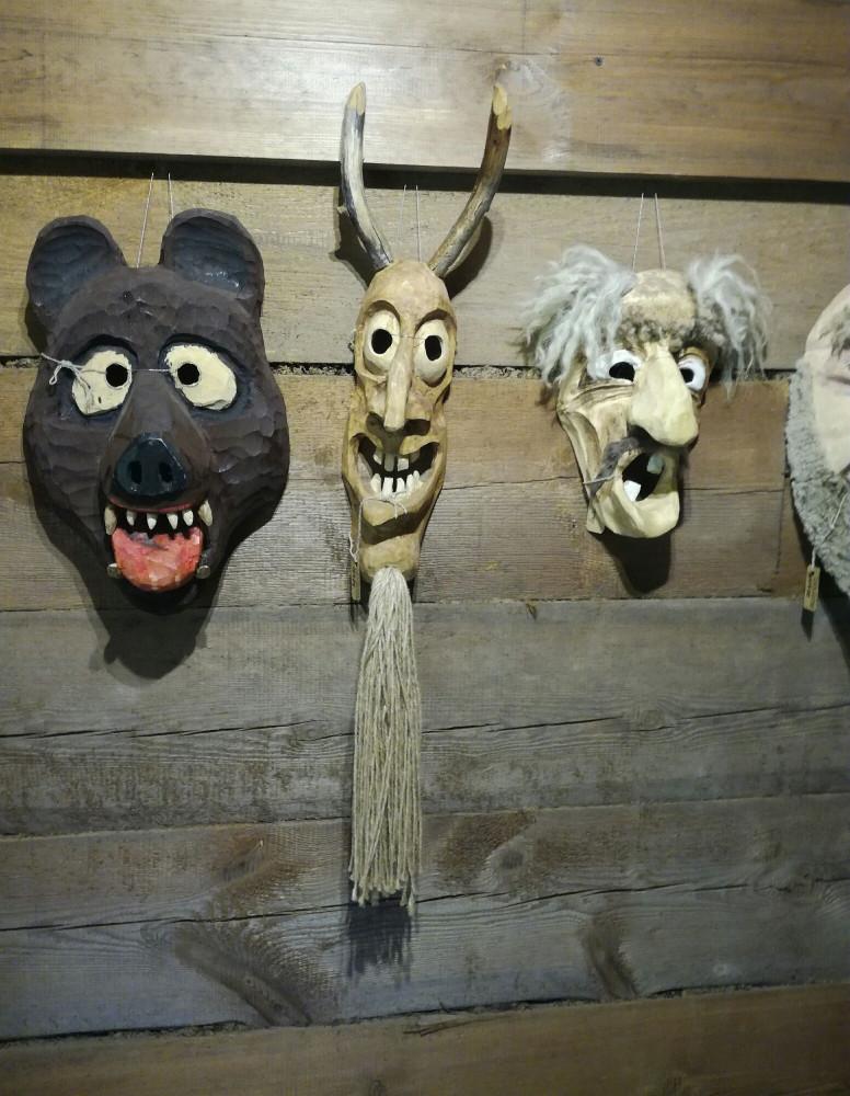 Козлы они и в Литве козлы, злые и агрессивные.
