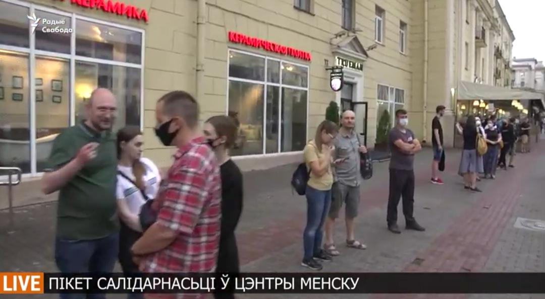 Вчера в Минске прошёл пикет в поддержку ребят находящихся за большим забором, тех кто сегодня похищены или задержаны благодаря провокаторам.