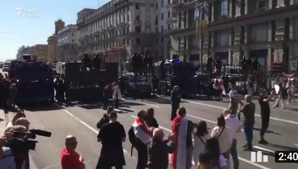 В ... чёрном перегородили центральную дорогу к площади Независимости.