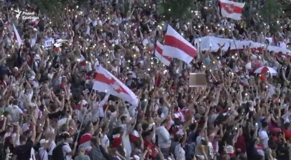 Более 400 000 тысяч граждан Беларуси высказали своё отношение к президенту возгласами: - Уходи!!! Подобное движение проходило во всех городах #Беларуси.