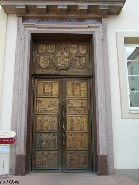 Интересная дверь.