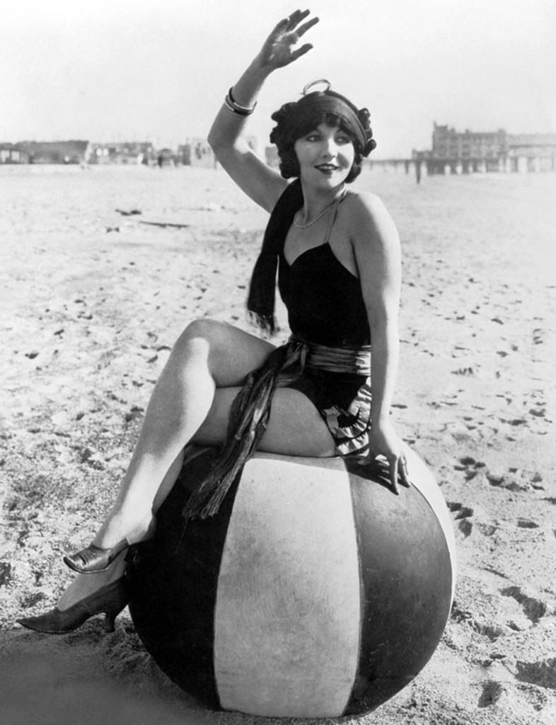 Девушка на шаре. 1922 год.