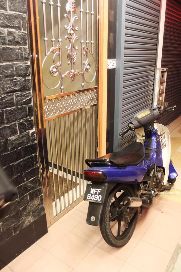 moto-bike-dver-otel