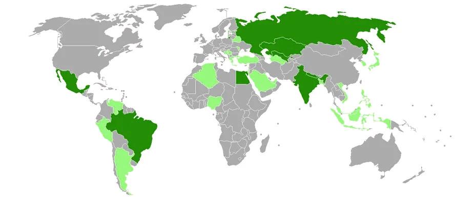 Темно-зеленым цветом выделены страны, заказавшие миллионы доз Спутник V.  Светло-зеленым цветом обозначены страны, проявившие интерес к получению вакцины.