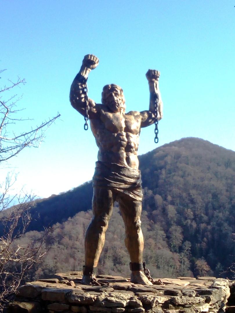 Статуя Прометея на Орлиных Скалах в Сочи.
