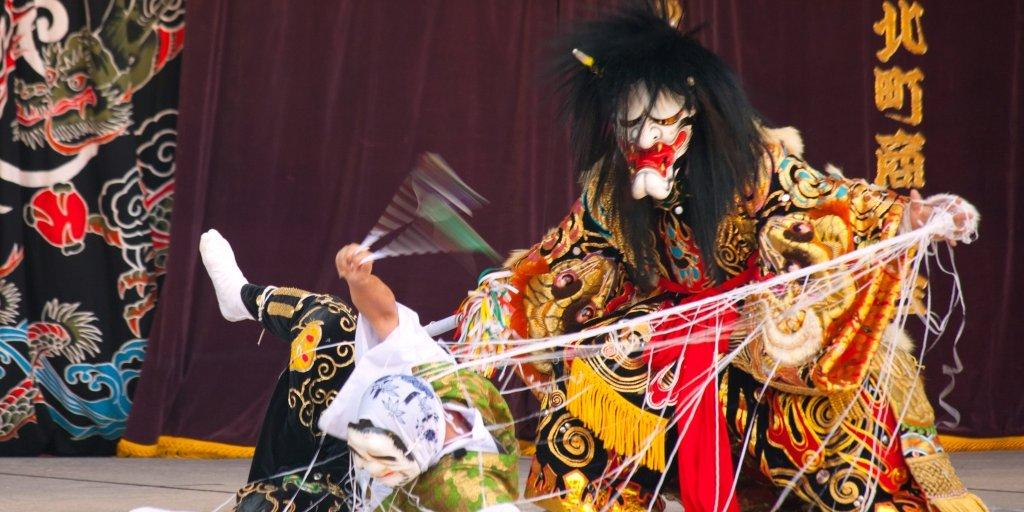 Театр Кагура - древнейшее из традиционных японских сценических действ.
