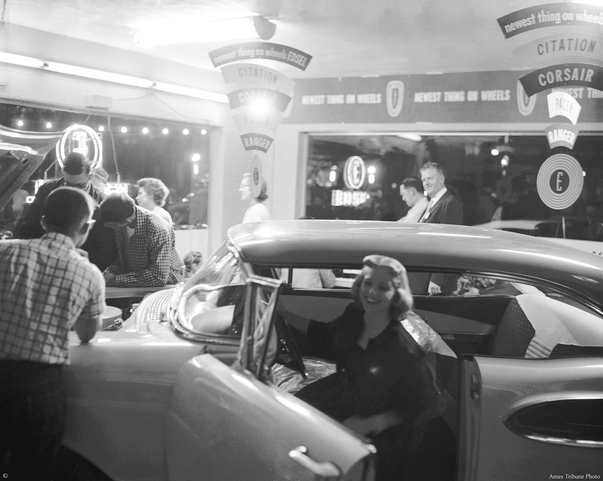 39_1957.09.05_larry_peterson_edsel_unveiling_c