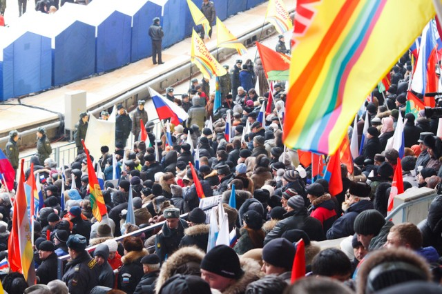 сторонники Путина на митинге в Лужниках