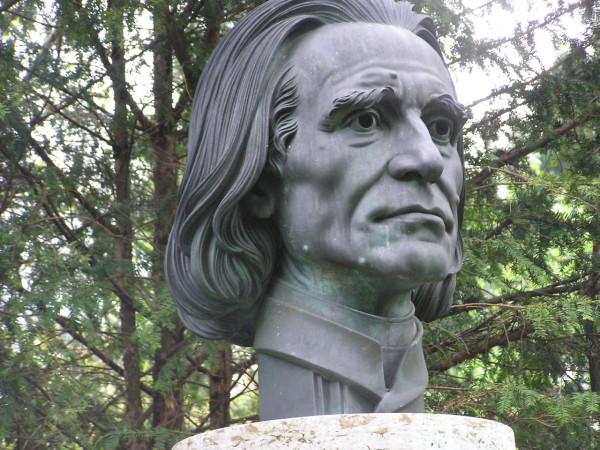 Liszt-statue