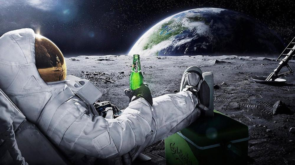 170-kosmonavt-kosmos-luna-oboi-1366x768