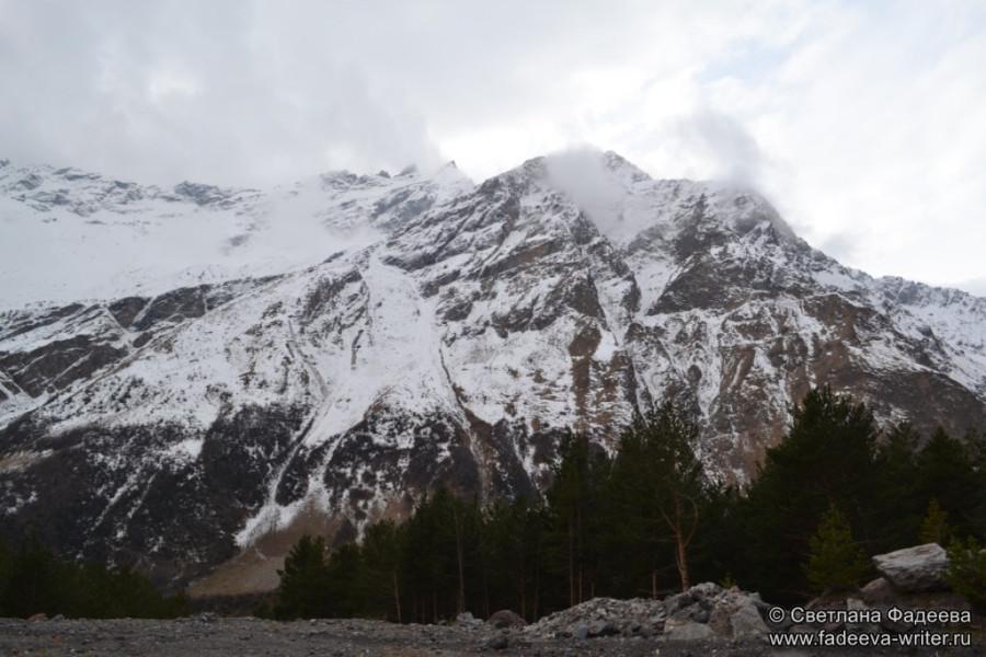 prielbruse-trekking-v-okrestnostyah-podem-ot-polyany-azau-do-priyuta-11-ti-vyhod-k-skalam-pastuhova-01