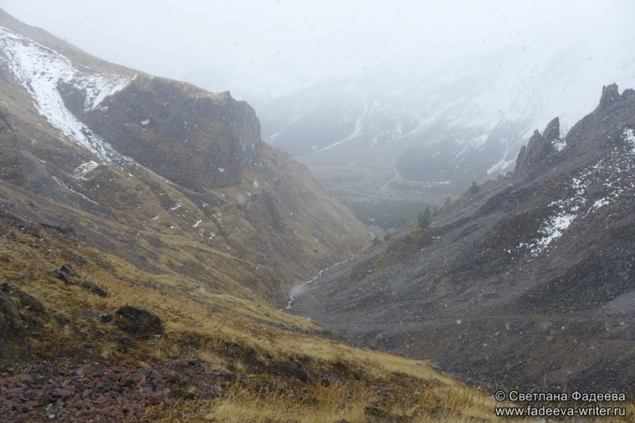 prielbruse-trekking-v-okrestnostyah-podem-ot-polyany-azau-do-priyuta-11-ti-vyhod-k-skalam-pastuhova-05